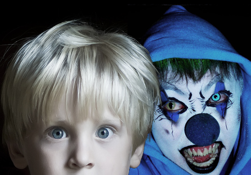 Don't Look Behind You by Dark-misfit