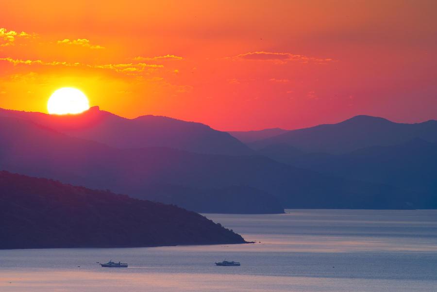 At sunrise by mannromann