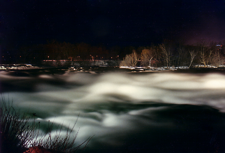 niagara at night by electricjonny