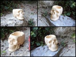 Ivory skull ashtray by LaddeDadde