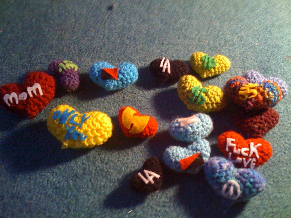 amigurumi novelty hearts by lovechairmanmeow