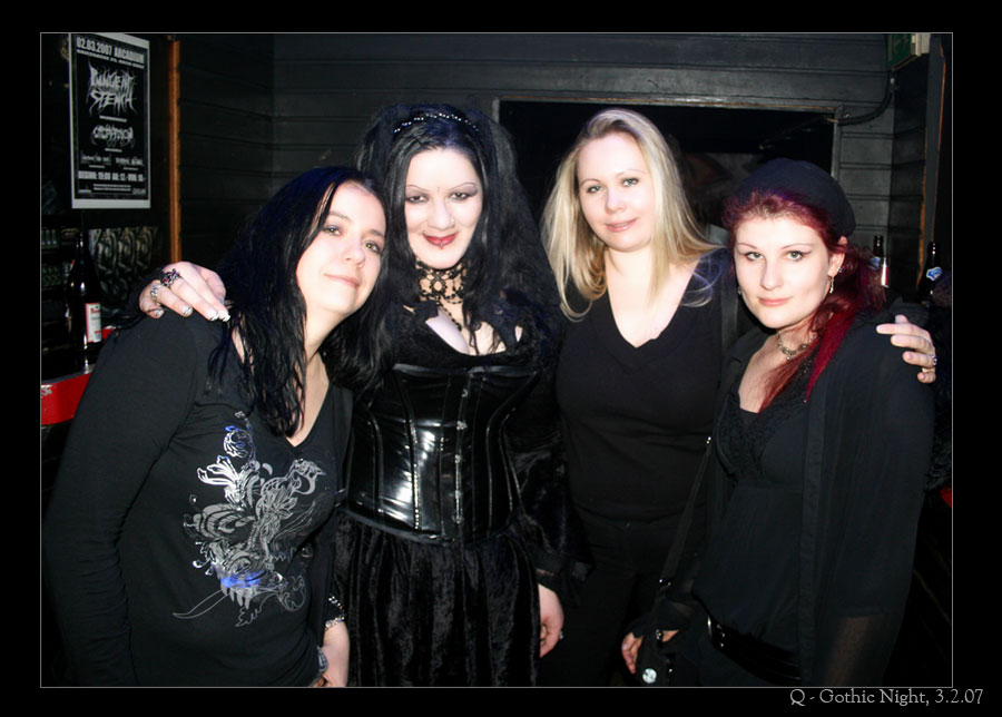 Gothic Girls By TeDea On DeviantArt
