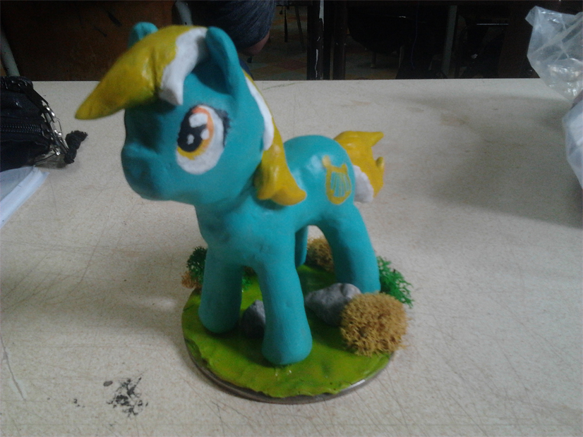 Premiere tentative d'un poney en sculpey by khajiit4444