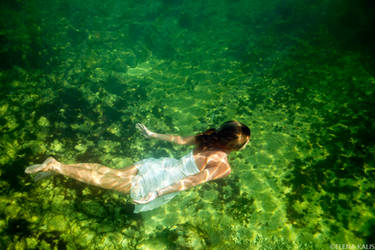Green water by SachaKalis