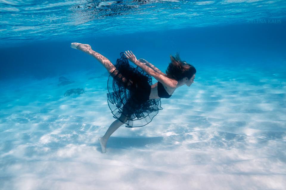 Underwater Dance by SachaKalis