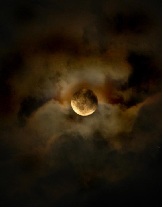 Moon by OzZcr