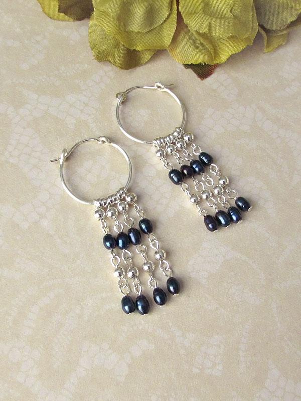 Pearl fringe hoop earrings by asukouenn