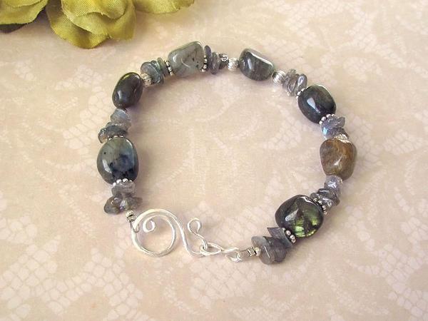 Labradorite and silver bracelet by asukouenn