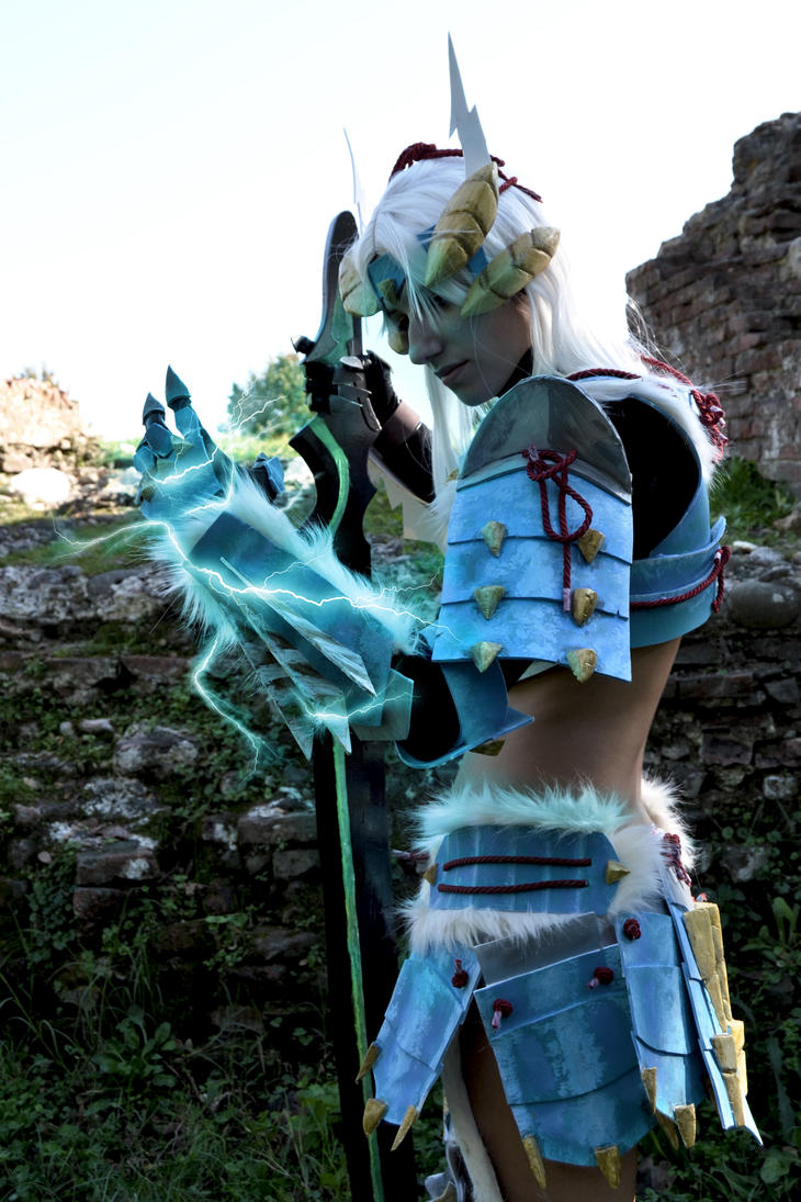 Monster Hunter  jinouga female by FairyScarlet