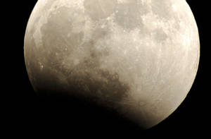 Moon 2 by daemon-spyder