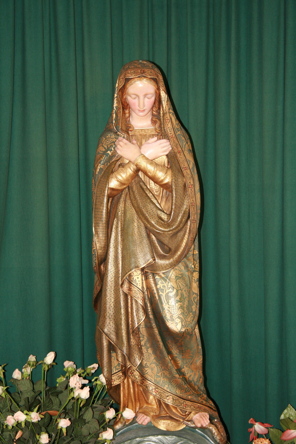 Statue of the Holy Virgin by Dewfooter