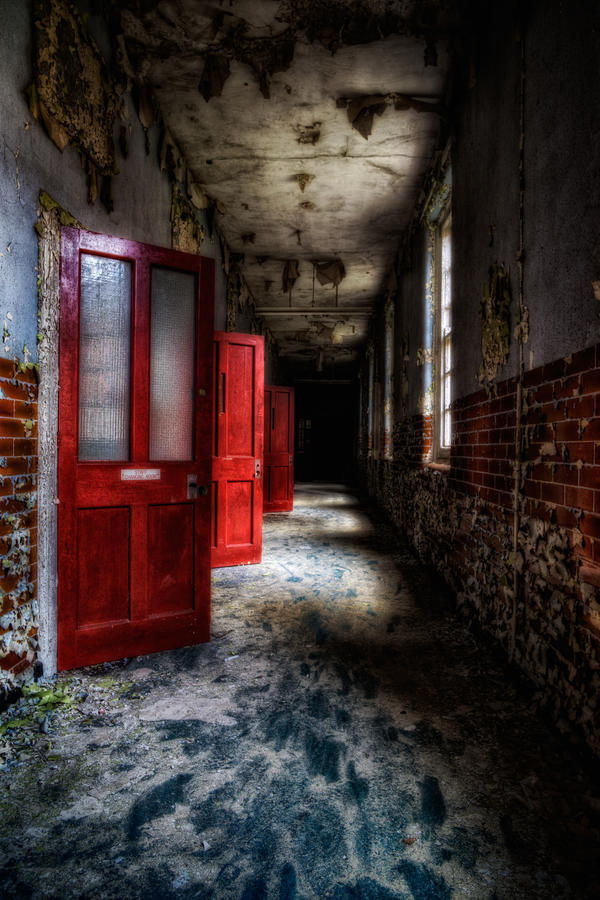 Crveno ... - Page 2 Red_doors_and_darkness____by_illpadrino
