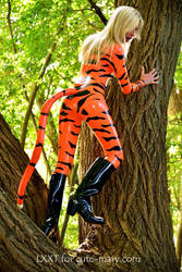 Latextiger in the forrest by LXXT