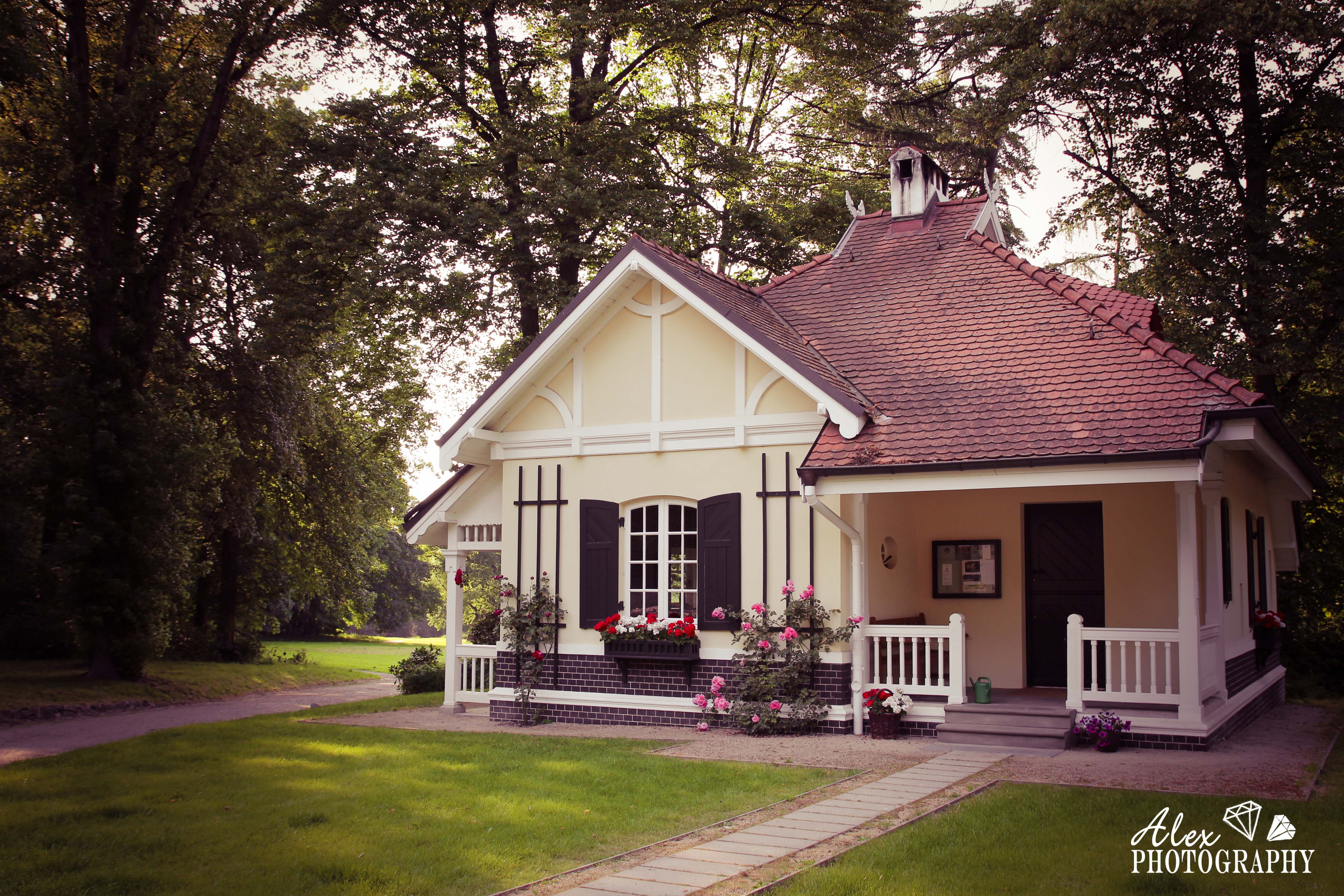 Cute house by muggi93 on deviantart for Cute house pictures