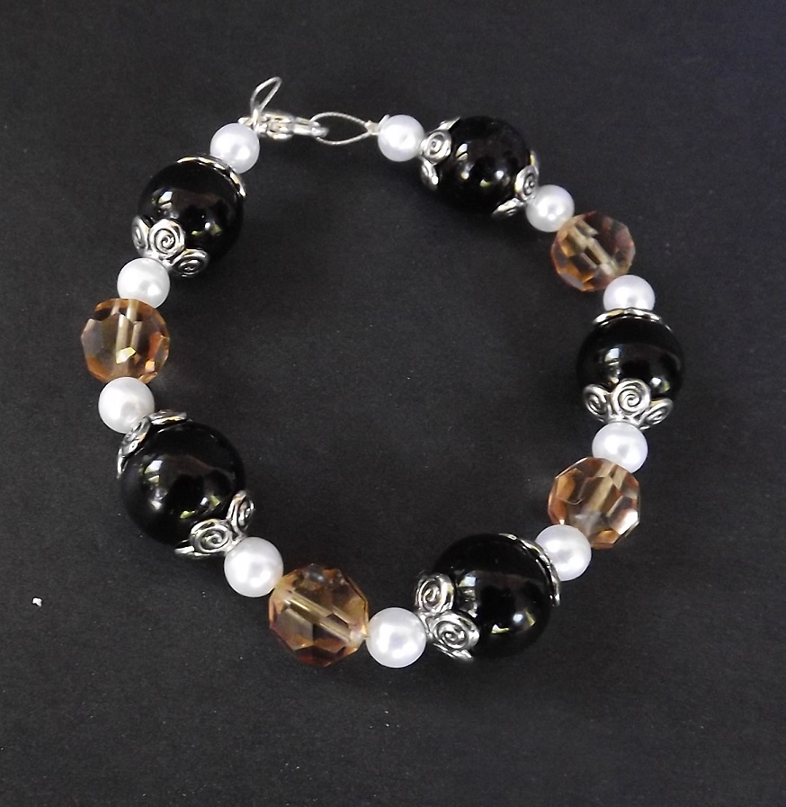 Black and Brown beaded bracelet by Zaraphena
