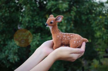 White-tailed deer felt sculpture by Lyntoys
