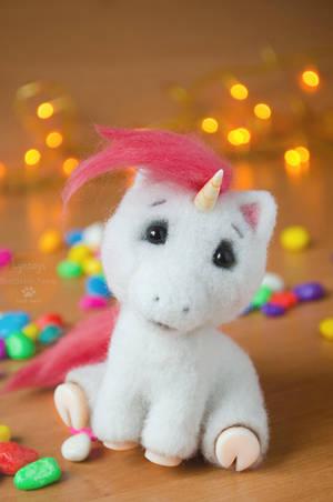 Unicorn named Bella, miniature by Lyntoys
