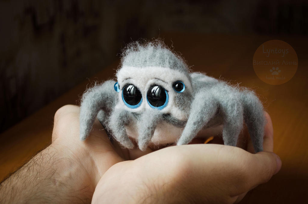 Icy spider named Snow 2 by Lyntoys