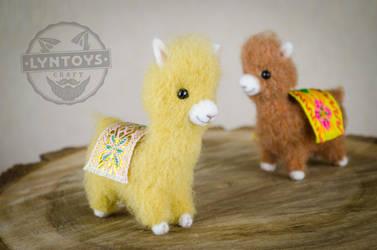 Baby llamas by Lyntoys
