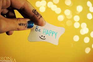 Be Happy by RoniaXx