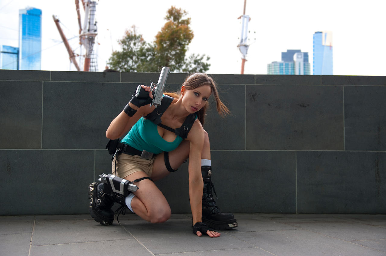 Lara Croft - Poised Crouch by ShonaAdventures
