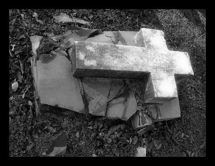 forgotten grave by NickyNightmare