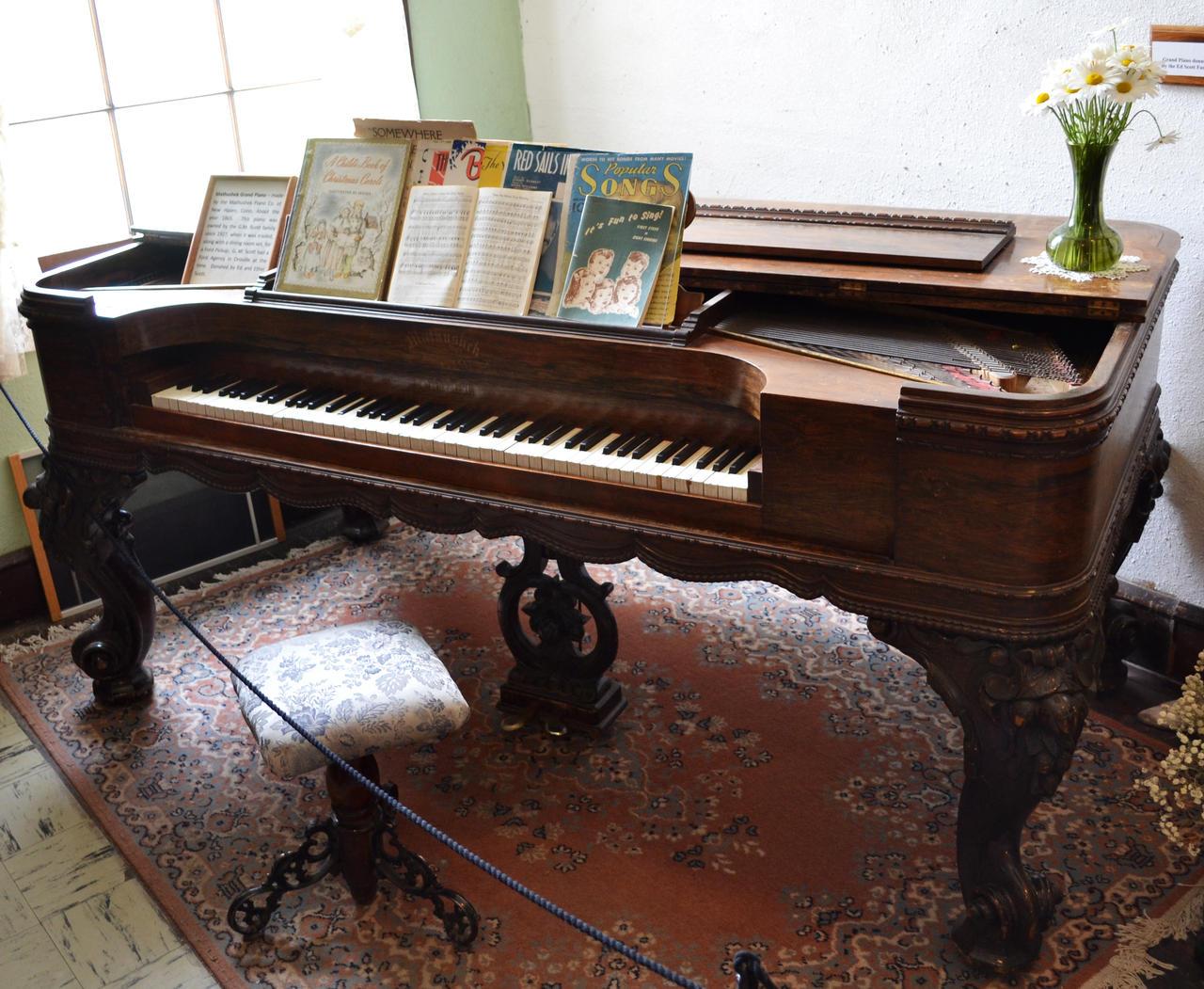photo old piano - photo #10
