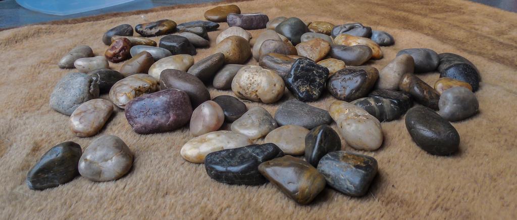 Pebbles-Kieselsteine -2 by gestandene