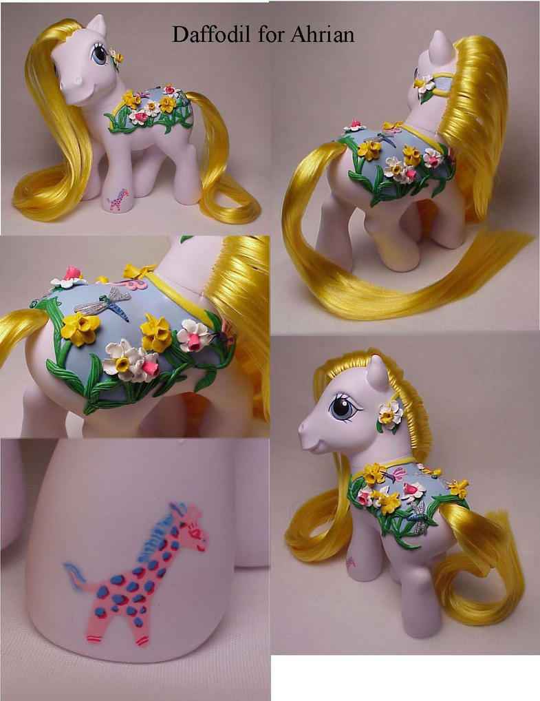 Daffodil custom pony by Woosie