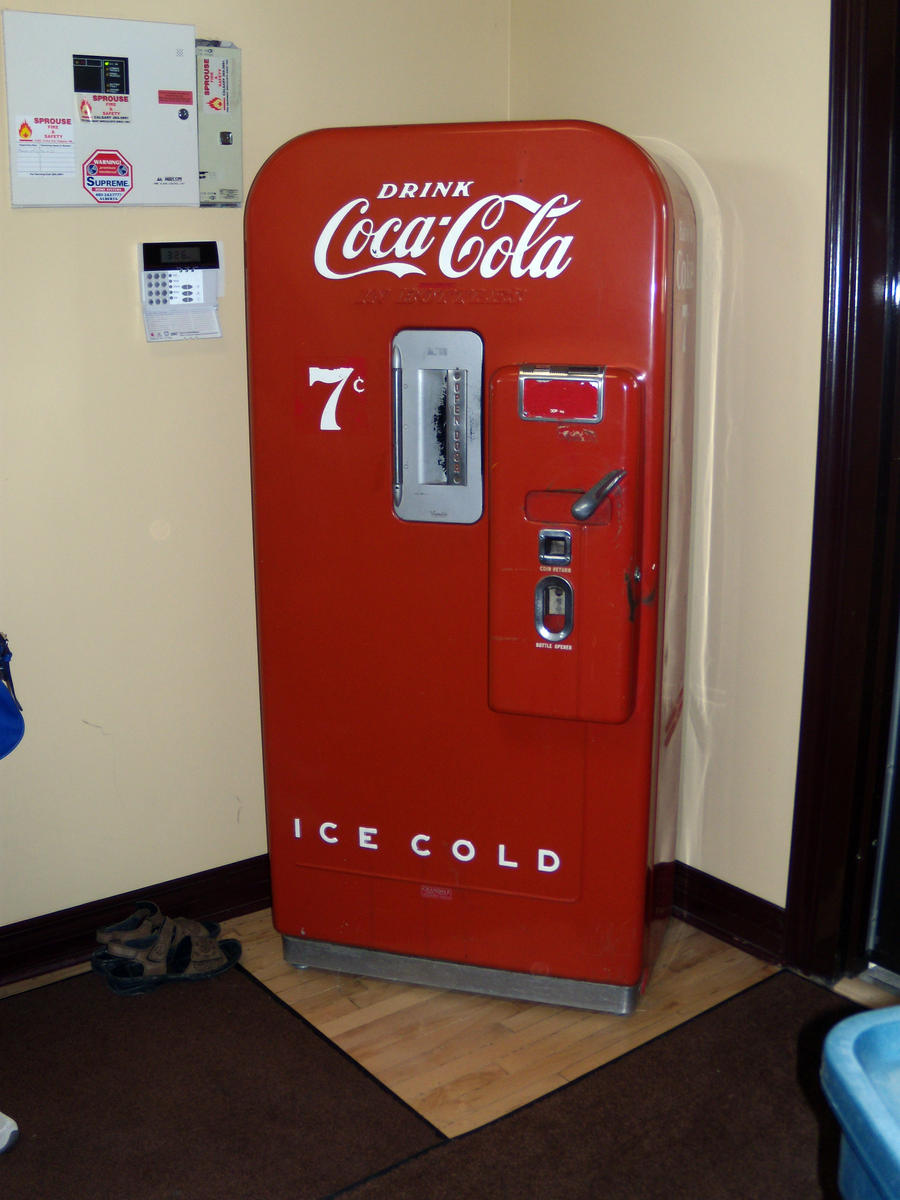 Old Coke Vending Machine By Louloucatmom