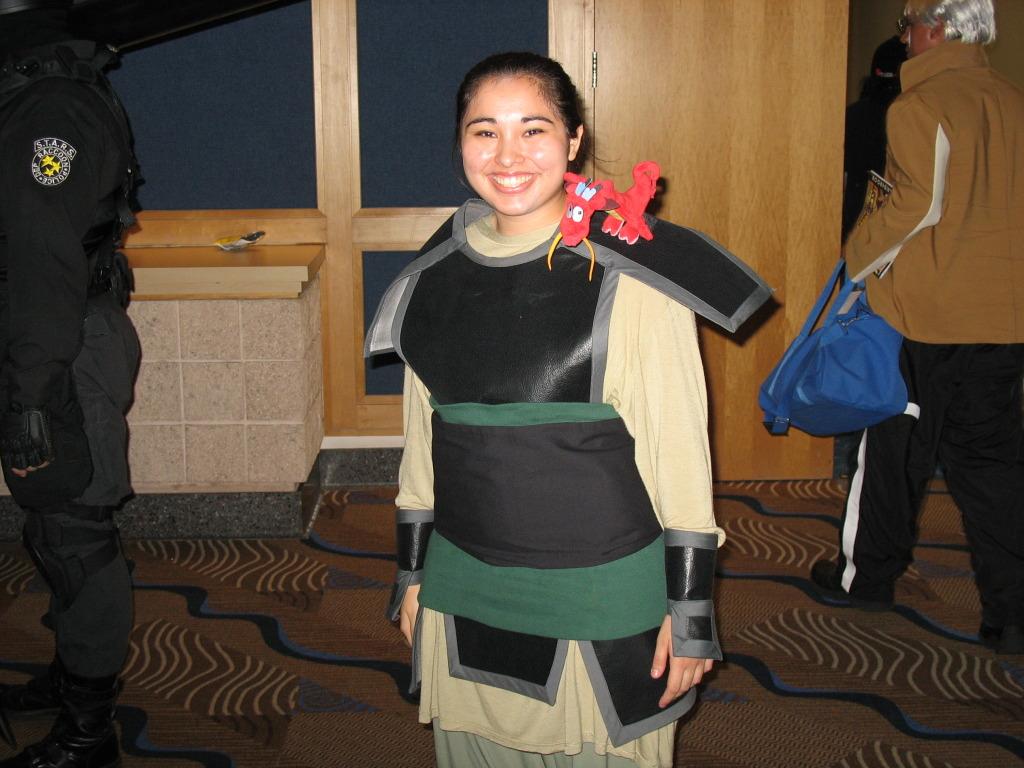 Photos de beaux cosplay (perso feminin) trouvés sur le net - Page 2 Mulan_Cosplay_by_VioletsAreGold