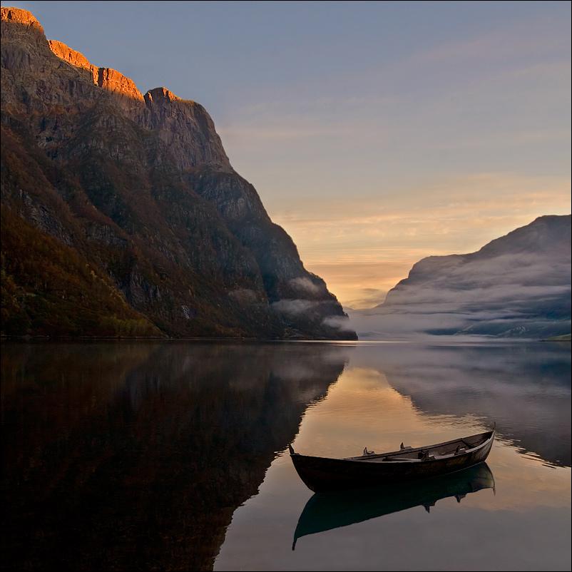Роскошные пейзажи Норвегии - Страница 8 D12g7op-9bc876b1-2e18-4bf4-917d-cac1777231e9.jpg?token=eyJ0eXAiOiJKV1QiLCJhbGciOiJIUzI1NiJ9.eyJzdWIiOiJ1cm46YXBwOjdlMGQxODg5ODIyNjQzNzNhNWYwZDQxNWVhMGQyNmUwIiwiaXNzIjoidXJuOmFwcDo3ZTBkMTg4OTgyMjY0MzczYTVmMGQ0MTVlYTBkMjZlMCIsIm9iaiI6W1t7InBhdGgiOiJcL2ZcLzI5NDM4MmUzLTQ1YzEtNDZmZi1iZTY2LWU1NDMyNDA0NjgxNlwvZDEyZzdvcC05YmM4NzZiMS0yZTE4LTRiZjQtOTE3ZC1jYWMxNzc3MjMxZTkuanBnIn1dXSwiYXVkIjpbInVybjpzZXJ2aWNlOmZpbGUuZG93bmxvYWQiXX0