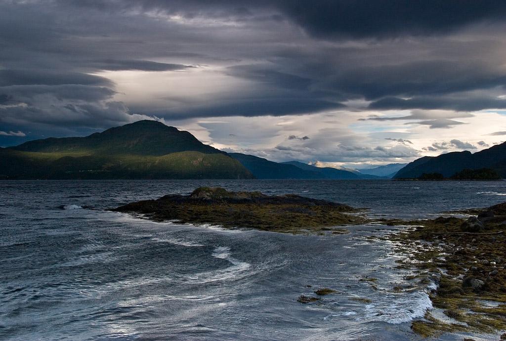 Роскошные пейзажи Норвегии - Страница 8 D1s5ph7-1b5fff71-7cf5-4069-a1bc-a8c96079b386.jpg?token=eyJ0eXAiOiJKV1QiLCJhbGciOiJIUzI1NiJ9.eyJzdWIiOiJ1cm46YXBwOjdlMGQxODg5ODIyNjQzNzNhNWYwZDQxNWVhMGQyNmUwIiwiaXNzIjoidXJuOmFwcDo3ZTBkMTg4OTgyMjY0MzczYTVmMGQ0MTVlYTBkMjZlMCIsIm9iaiI6W1t7InBhdGgiOiJcL2ZcLzI5NDM4MmUzLTQ1YzEtNDZmZi1iZTY2LWU1NDMyNDA0NjgxNlwvZDFzNXBoNy0xYjVmZmY3MS03Y2Y1LTQwNjktYTFiYy1hOGM5NjA3OWIzODYuanBnIn1dXSwiYXVkIjpbInVybjpzZXJ2aWNlOmZpbGUuZG93bmxvYWQiXX0