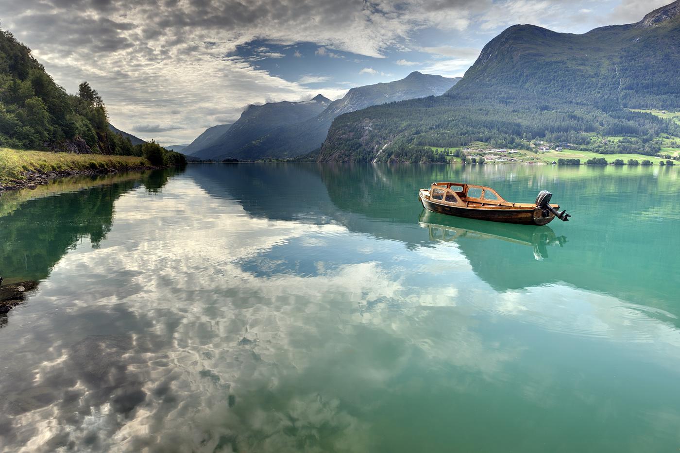 Роскошные пейзажи Норвегии - Страница 14 D6l4xw8-de084e8a-f239-44ff-a990-23b320ddd50c.jpg?token=eyJ0eXAiOiJKV1QiLCJhbGciOiJIUzI1NiJ9.eyJzdWIiOiJ1cm46YXBwOjdlMGQxODg5ODIyNjQzNzNhNWYwZDQxNWVhMGQyNmUwIiwiaXNzIjoidXJuOmFwcDo3ZTBkMTg4OTgyMjY0MzczYTVmMGQ0MTVlYTBkMjZlMCIsIm9iaiI6W1t7InBhdGgiOiJcL2ZcLzI5NDM4MmUzLTQ1YzEtNDZmZi1iZTY2LWU1NDMyNDA0NjgxNlwvZDZsNHh3OC1kZTA4NGU4YS1mMjM5LTQ0ZmYtYTk5MC0yM2IzMjBkZGQ1MGMuanBnIn1dXSwiYXVkIjpbInVybjpzZXJ2aWNlOmZpbGUuZG93bmxvYWQiXX0