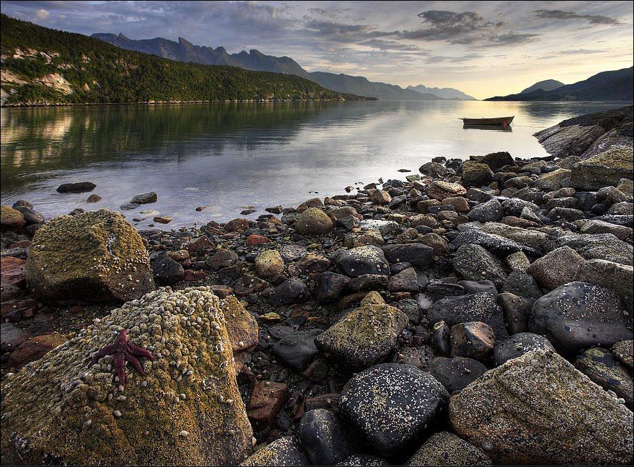 Роскошные пейзажи Норвегии - Страница 8 Dsq5bj-089d8d55-1ad0-4094-b73d-6ccd35785560.jpg?token=eyJ0eXAiOiJKV1QiLCJhbGciOiJIUzI1NiJ9.eyJzdWIiOiJ1cm46YXBwOjdlMGQxODg5ODIyNjQzNzNhNWYwZDQxNWVhMGQyNmUwIiwiaXNzIjoidXJuOmFwcDo3ZTBkMTg4OTgyMjY0MzczYTVmMGQ0MTVlYTBkMjZlMCIsIm9iaiI6W1t7InBhdGgiOiJcL2ZcLzI5NDM4MmUzLTQ1YzEtNDZmZi1iZTY2LWU1NDMyNDA0NjgxNlwvZHNxNWJqLTA4OWQ4ZDU1LTFhZDAtNDA5NC1iNzNkLTZjY2QzNTc4NTU2MC5qcGcifV1dLCJhdWQiOlsidXJuOnNlcnZpY2U6ZmlsZS5kb3dubG9hZCJdfQ