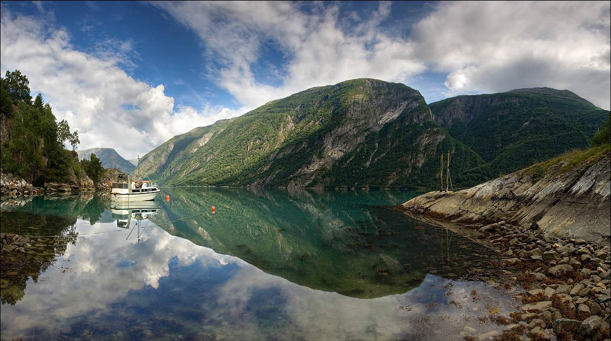 Роскошные пейзажи Норвегии - Страница 12 Norway_51_by_lonelywolf2_dthi26-pre.jpg?token=eyJ0eXAiOiJKV1QiLCJhbGciOiJIUzI1NiJ9.eyJzdWIiOiJ1cm46YXBwOjdlMGQxODg5ODIyNjQzNzNhNWYwZDQxNWVhMGQyNmUwIiwiaXNzIjoidXJuOmFwcDo3ZTBkMTg4OTgyMjY0MzczYTVmMGQ0MTVlYTBkMjZlMCIsIm9iaiI6W1t7ImhlaWdodCI6Ijw9NjcyIiwicGF0aCI6IlwvZlwvMjk0MzgyZTMtNDVjMS00NmZmLWJlNjYtZTU0MzI0MDQ2ODE2XC9kdGhpMjYtODBiYTQ1YWQtYjFkZi00OTc4LWE2YWItYmI0YjkwNjg0NzVkLmpwZyIsIndpZHRoIjoiPD0xMjAyIn1dXSwiYXVkIjpbInVybjpzZXJ2aWNlOmltYWdlLm9wZXJhdGlvbnMiXX0