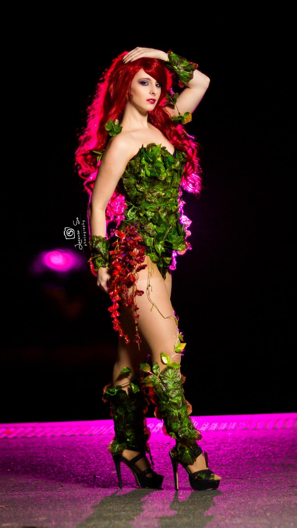 Poison Ivy Cosplay - Blondiee by BlondieeGaming