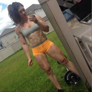 Mi novia  tiene biceps - My girlfriend has biceps