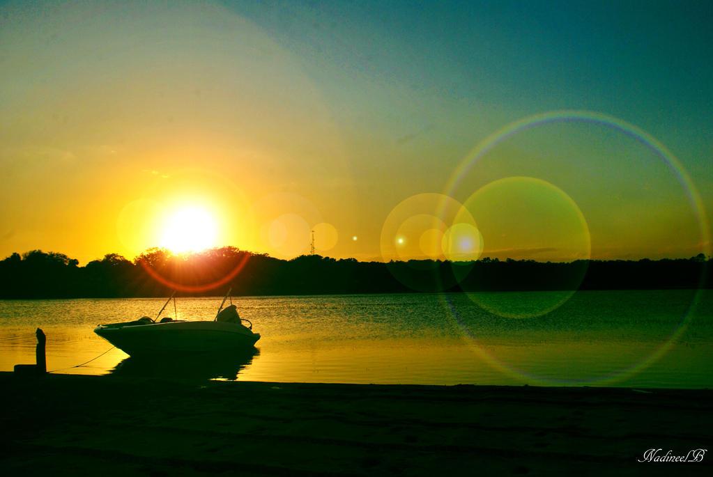 glowing sun by nadineelc