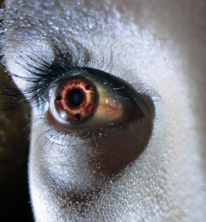 Sharingan eye by VervadaVivamus