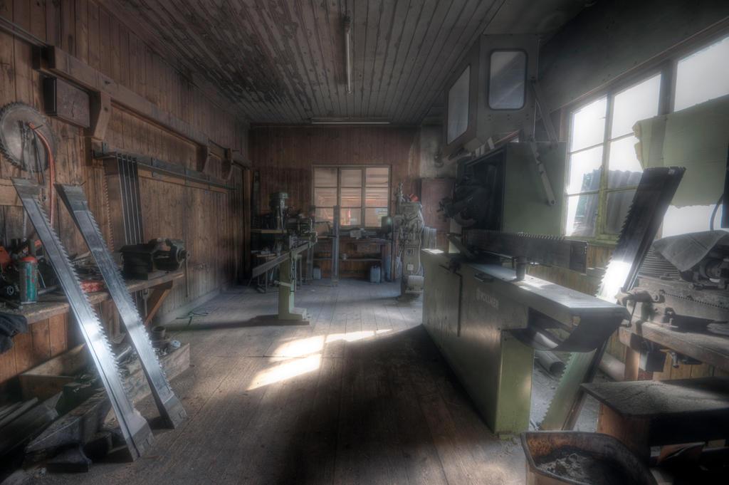 Sharpening shop by sinawali