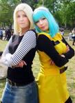 Android 18 and Bulma cosplay (Dragon Ball Z)