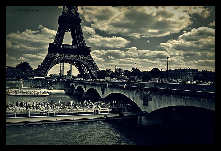 Tour Eiffel et Seine by Elessar91