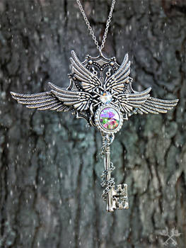 Aurora Queen Skeleton Key Necklace