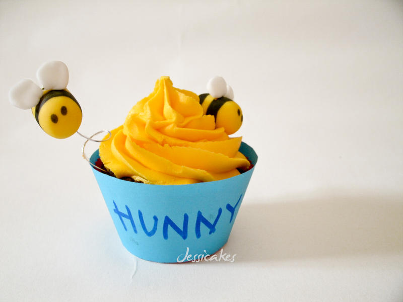 Hunny cupcakes by thesearejessicakes