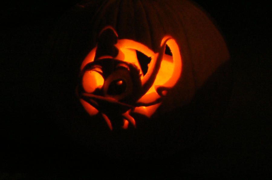 Stitch's Halloween by FairieChick