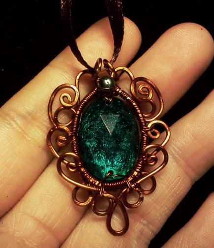 Simple vintage wire pendant by CovenEye