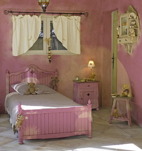 غرف نوم بناتيةةةة  Girls_Purple_star_bedroom_by_SisterNightmare