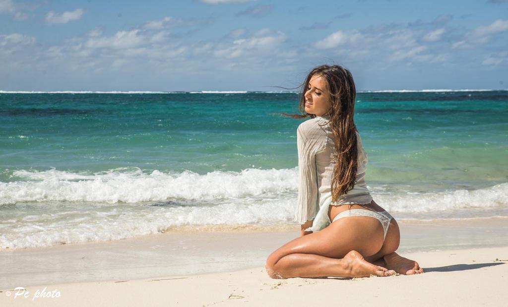 Mauritius beach by baineann