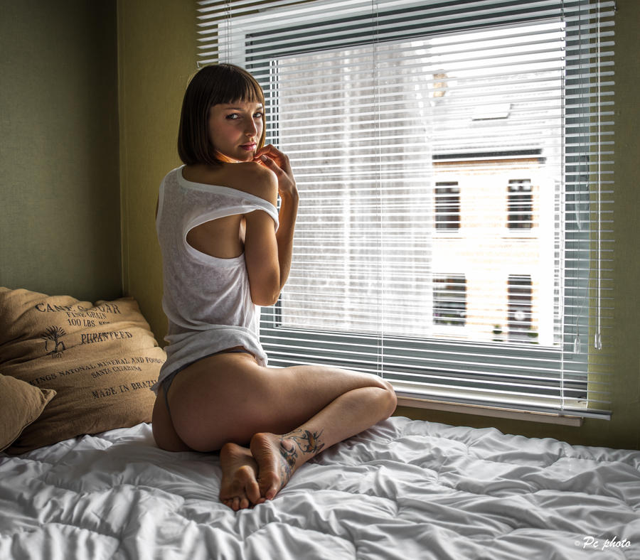 Lara waitin' by baineann